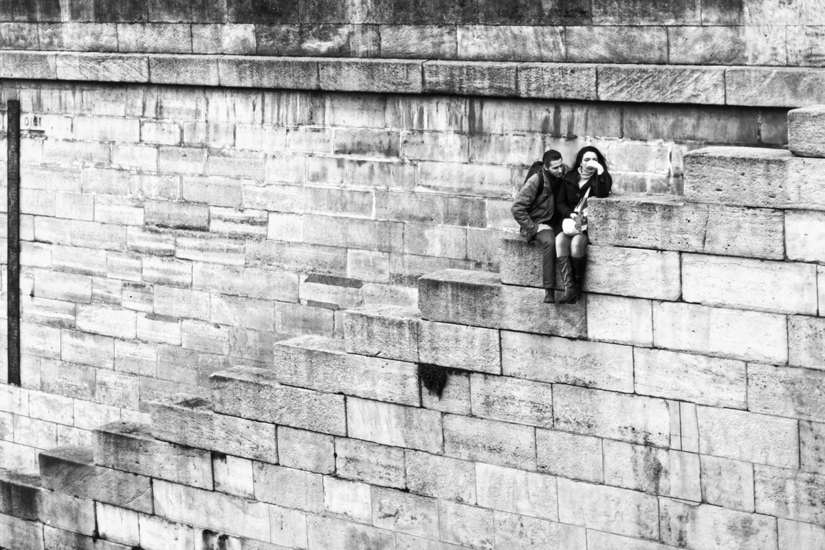 Jean philippe jouve black and white street photography paris lovers or at least one lover